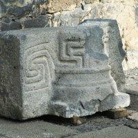 Знакомая символика, а ведь развалинам этой крепости почти 2000 лет! :: сашка ярмарков