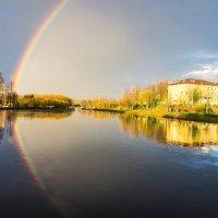 Родная школа в городском парке и первая майская радуга) :: Николай Зиновьев