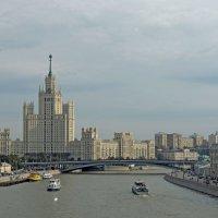 Жилой дом на Котельнической набережной. :: Александр Качалин