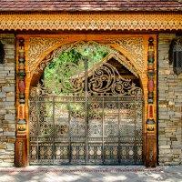 Ворота в парке. :: Юрий ЛМ