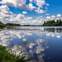 В реку смотрятся облака..... :: Ирина Комолова