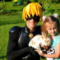 С кроликом и супер котом :: Татьяна Лютаева