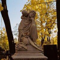 Осенний вечер Введенского Некрополя (Kodak Gold 200) :: Andrew Barkhatov