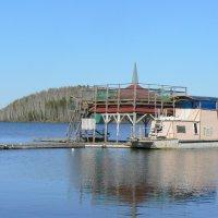 Будка на озере :: Иван Семин