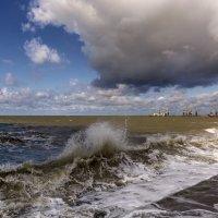 Разбушевалось Азовское море :: Нилла Шарафан