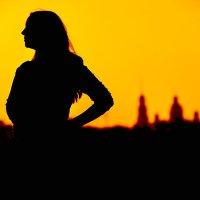 Девушка  в закате :: Zefir58 Verx