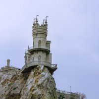 ласточкино гнездо :: Александр