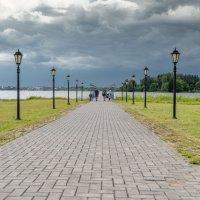 Тучи над озером. :: Николай