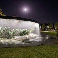 Ночной вид на фонтан в парке Галицкого в Краснодаре :: Андрей Майоров