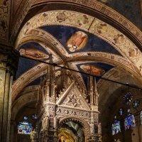 Алтарный табернакль в церкви Орсанмикеле. Флоренция. :: Олег Кузовлев