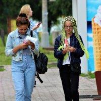 Любительницы мороженого. :: Василий