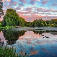 У озера :: Сергей Добрыднев