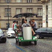 Пивной автомобильчик на улицах Праги. :: Григорий Евдокимов