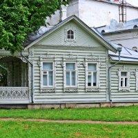 Летний  дом архиереев в Вологодском кремле. Сейчас в нём  дирекция музея. :: Евгений Кочуров