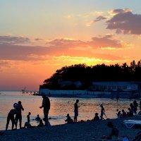 Вечер на берегу... :: Aлександр **