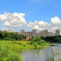 Облака над городом и прудом :: Андрей Снегерёв