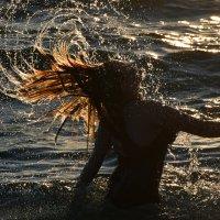 Взмах волосами из воды :: Денис Тар