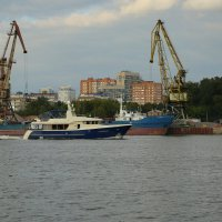 Северный речной порт :: Юрий Моченов