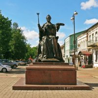 Памятник Екатерине II в Вышнем Волочке :: Евгений Кочуров