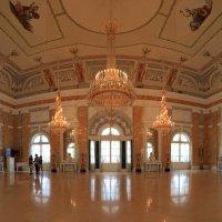 Мраморный зал Константиновского дворца :: Карен Мкртчян