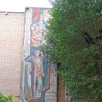 Советская мозаика на фасадах.Москва, Каширское шоссе, 24с3 :: Александр Качалин