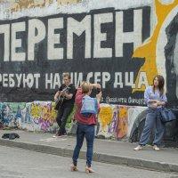 У стены :: Александр Степовой