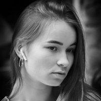 Девушка (случайное фото). :: Александр