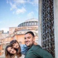 Семья в Стамбуле :: Ирина Лепнёва