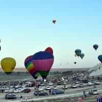 А не полетать ли на воздушном шаре? :: Ольга Голубева