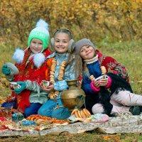 Из лоскутьев одеяло на прощанье осень шьёт. :: Дмитрий Конев