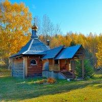 Церковь в лесу. :: Александр Зуев