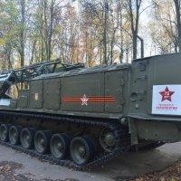 Шасси на гусеничном ходу для загрузки снарядов и мелкой военной техники :: Александр Буянов