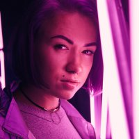Женский портрет в неоне :: Вероника Сбитнева
