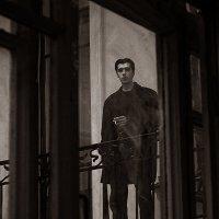 Незнакомец на лестничной площадке :: Майя Жинка