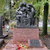 Памятник Матвею Генриховичу Манизеру и Елене Александровне Манизер :: Александр Чеботарь