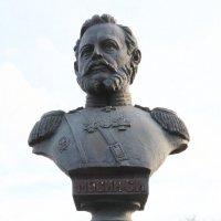 Памятник Сергею Ивановичу Мосину :: Петр Ваницын