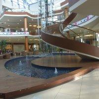 Торговый центр :: Валерий Подорожный