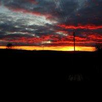 Пугающе красивый закат :: Любовь Чащухина