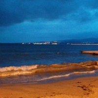 Там о заре прихлынут волны На брег песчаный и пустой... :: Галина