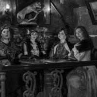 четыре подружки, вечерком :: Евгений Крючков