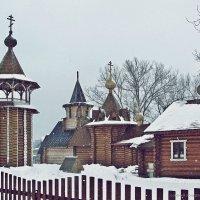 Деревянный храмовый комплекс в пос. Птицефабрики :: Евгений Кочуров