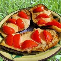 Баклажаны с сыром и помидорами :: Александр Деревяшкин