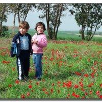 Цветы и дети. :: Leonid Korenfeld
