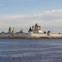 Макарьевский Желтоводский монастырь утром :: Сергей Моченов