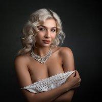 белые розы, белые розы, беззащитны шипы :: Сергей Анисимов