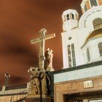 Памятник царской семье у Храма на Крови :: Олег Загорулько