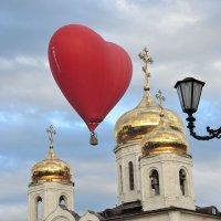 Пролетая над Спасским собором г. Пятигорска :: Александр