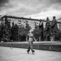 Показ коллекции Ольги Бузыцкой (сентябрь 2020, Новосибирск, площадь Ленина) :: Елена Берсенёва