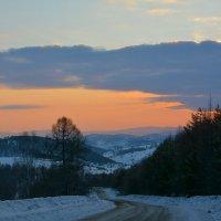 Вечерний подъём на перевал. :: Валерий Медведев
