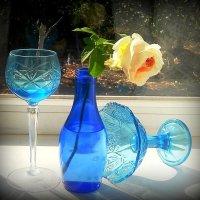 В склянке синего стекла... :: TAMARA КАДАНОВА